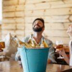 O que leva os jovens adolescentes a consumir álcool em excesso?